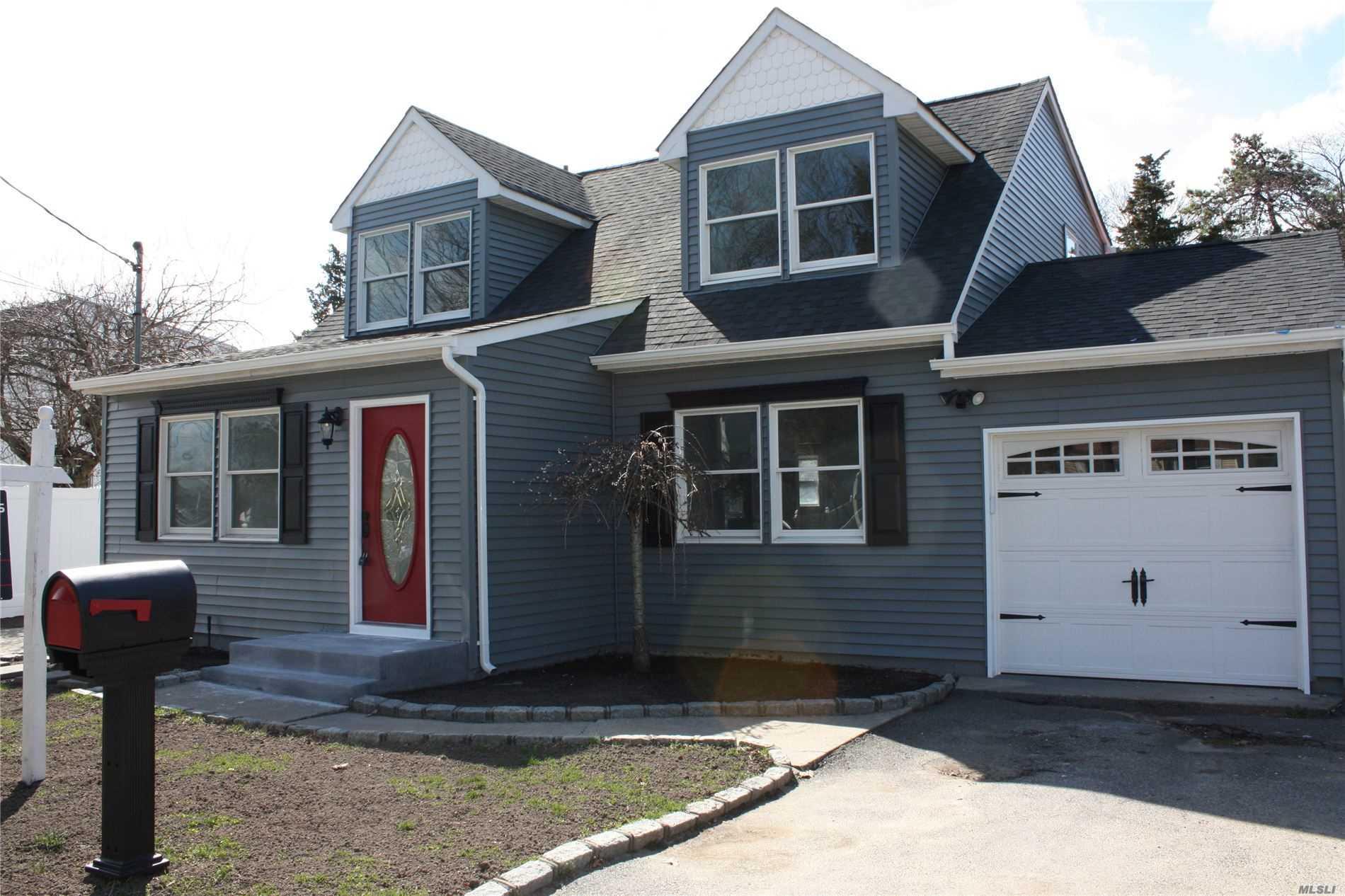 236 Veronica St, Holbrook NY 11741