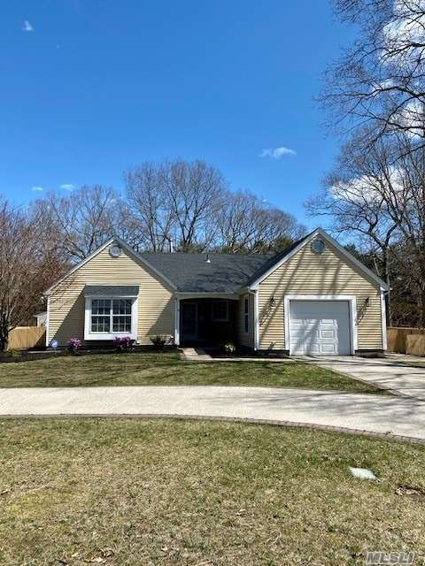 4 Ascot Place, Coram NY 11727