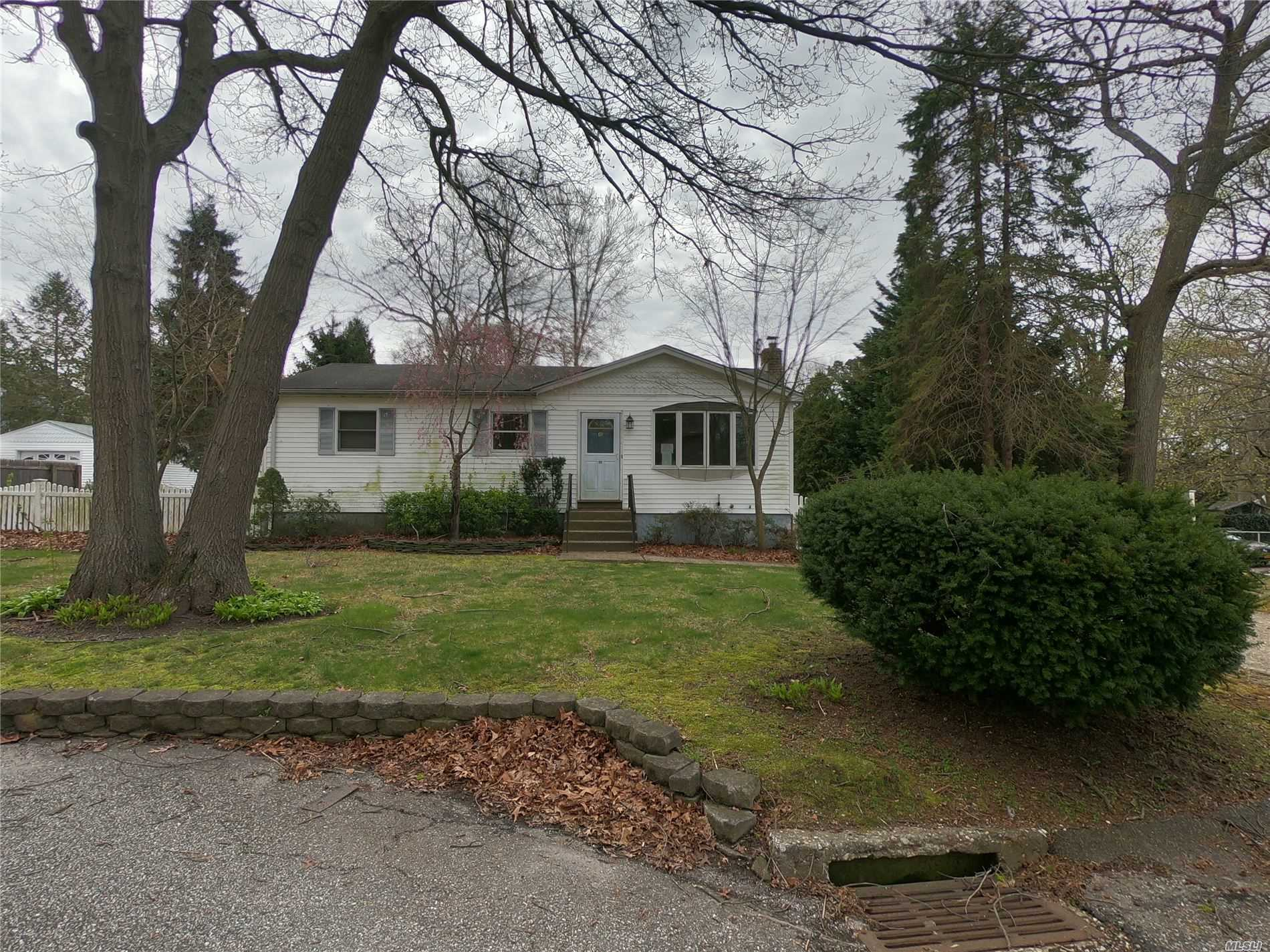 10 Millers Road, Sound Beach NY 11789