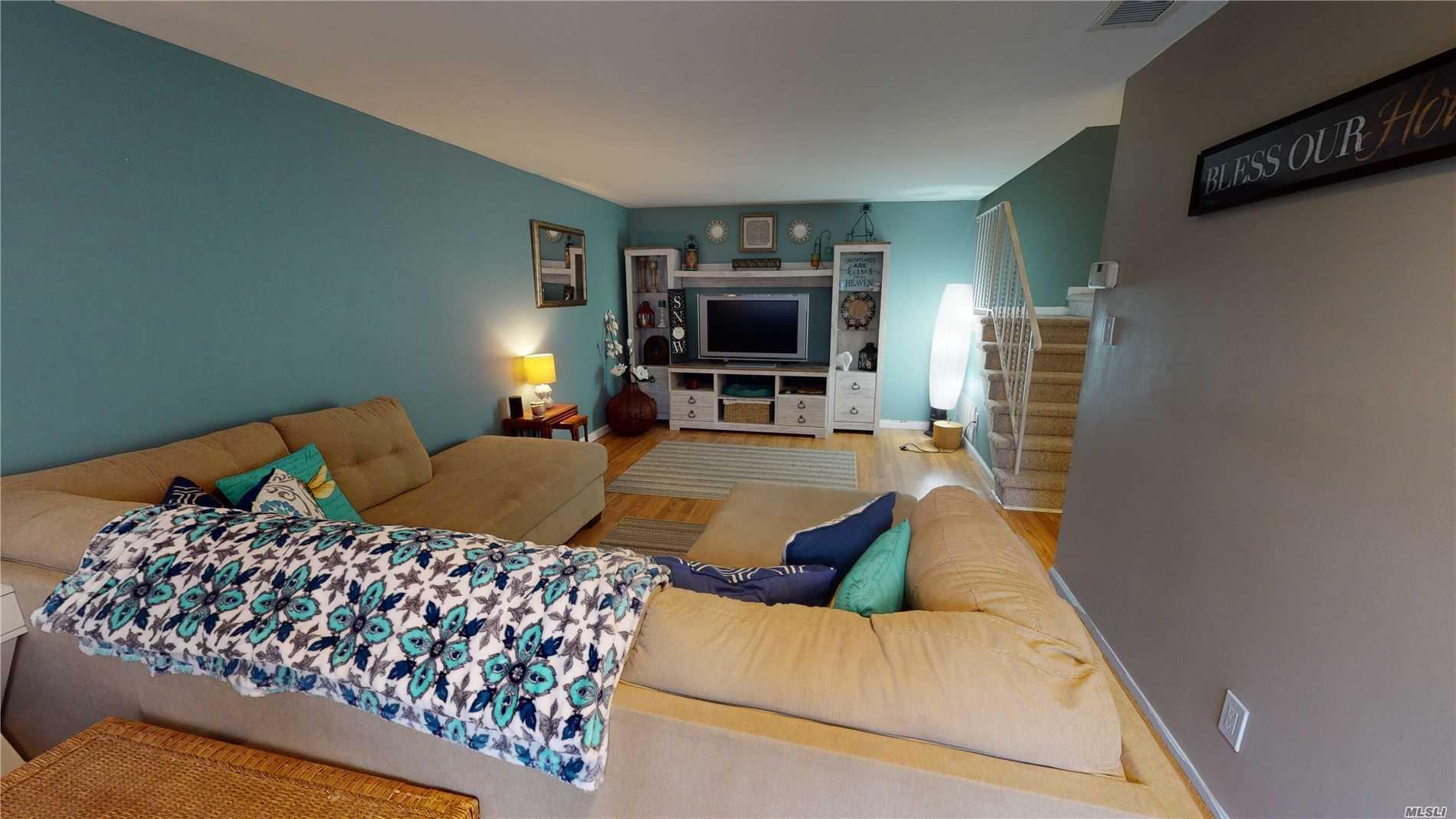 Property for sale at 140 Glen Hollow Drive, Pt.Jefferson Sta NY 11776, Pt.Jefferson Sta,  New York 11776