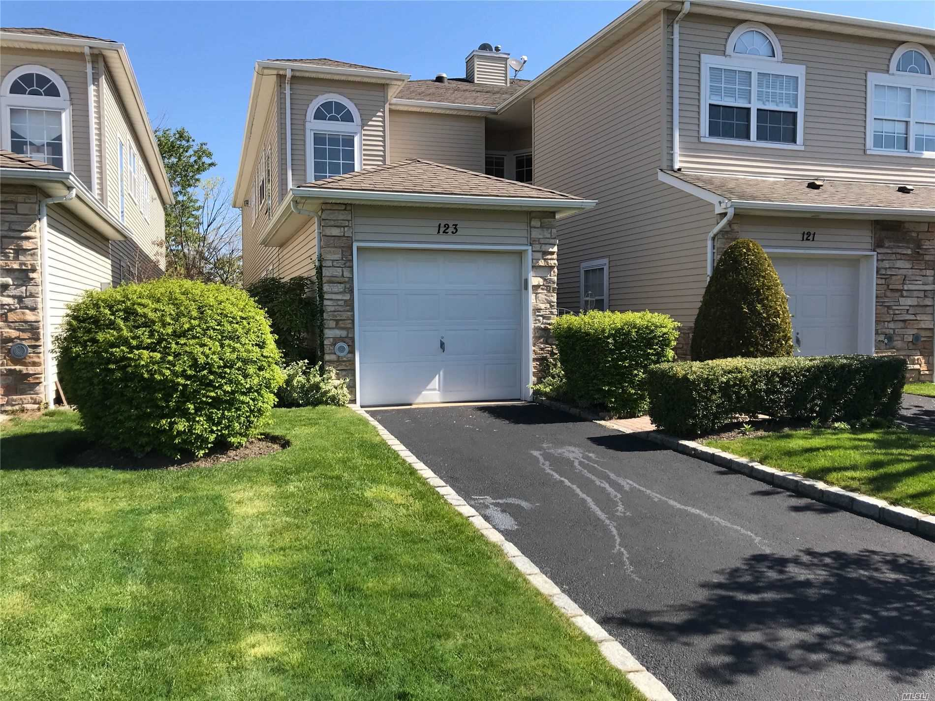Property for sale at 123 Windwatch Drive, Hauppauge NY 11788, Hauppauge,  New York 11788