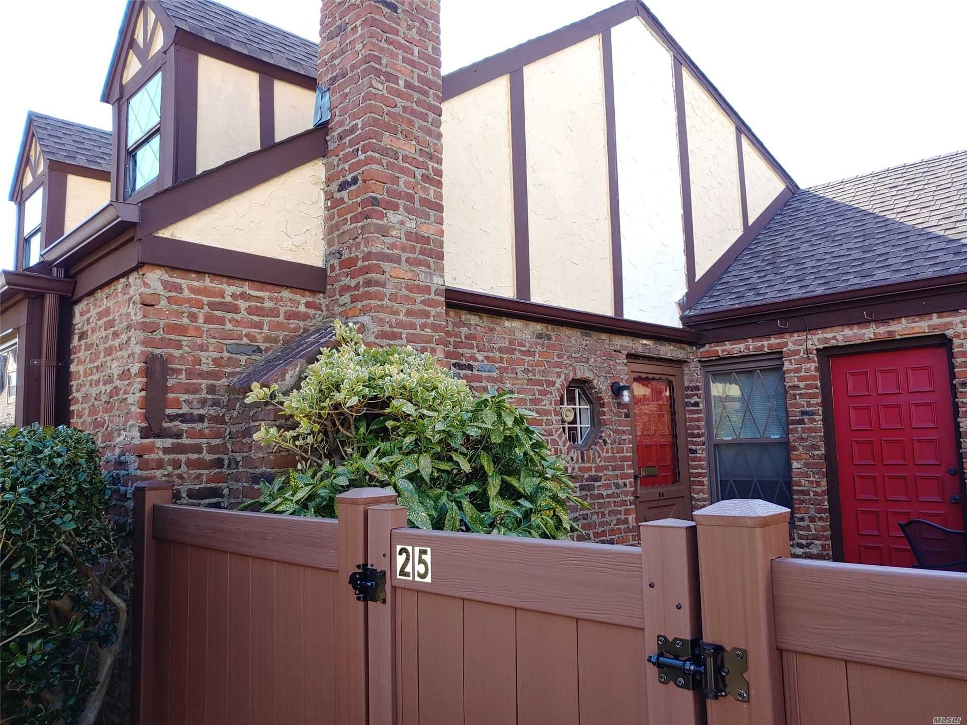 Property for sale at 25 Greenmeadow Ct # 212, Deer Park NY 11729, Deer Park,  New York 11729
