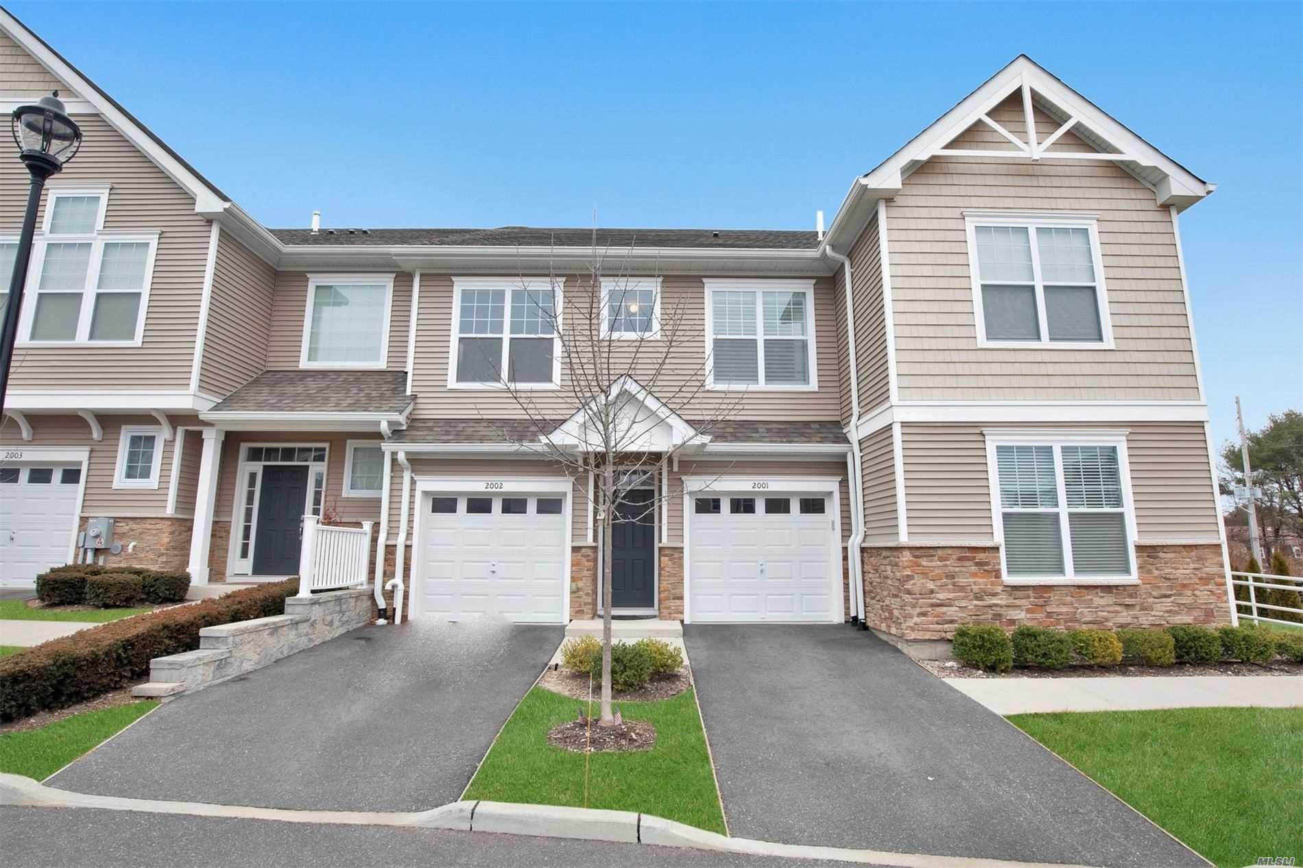 Property for sale at 2002 Townhome Way # B, Huntington Sta NY 11746, Huntington Sta,  New York 11746