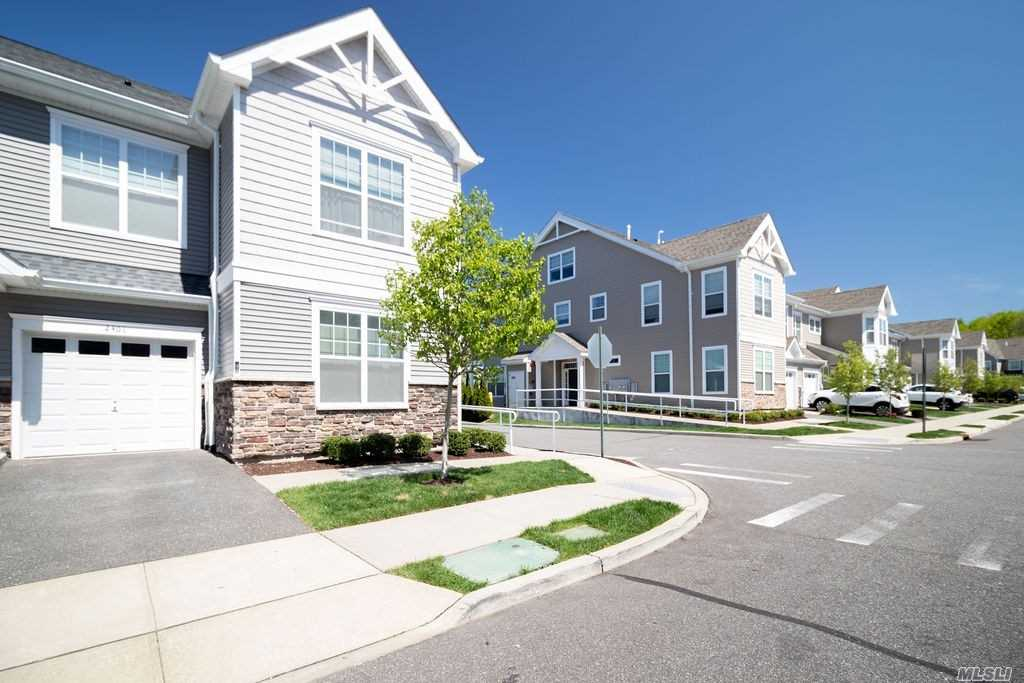 Property for sale at 2401 Townhome Way, Huntington Sta NY 11746, Huntington Sta,  New York 11746