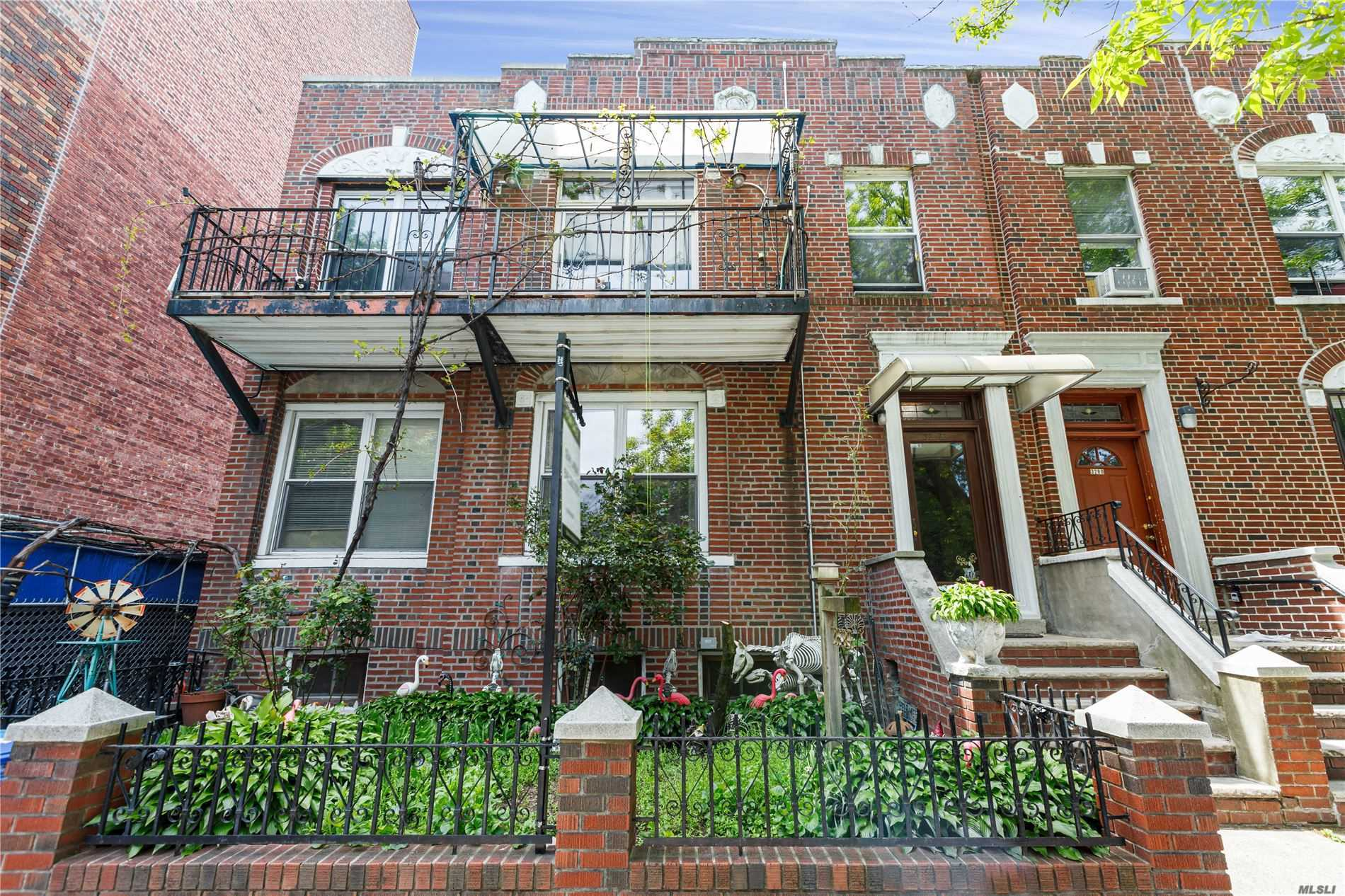 Property for sale at Astoria,  New York 11106