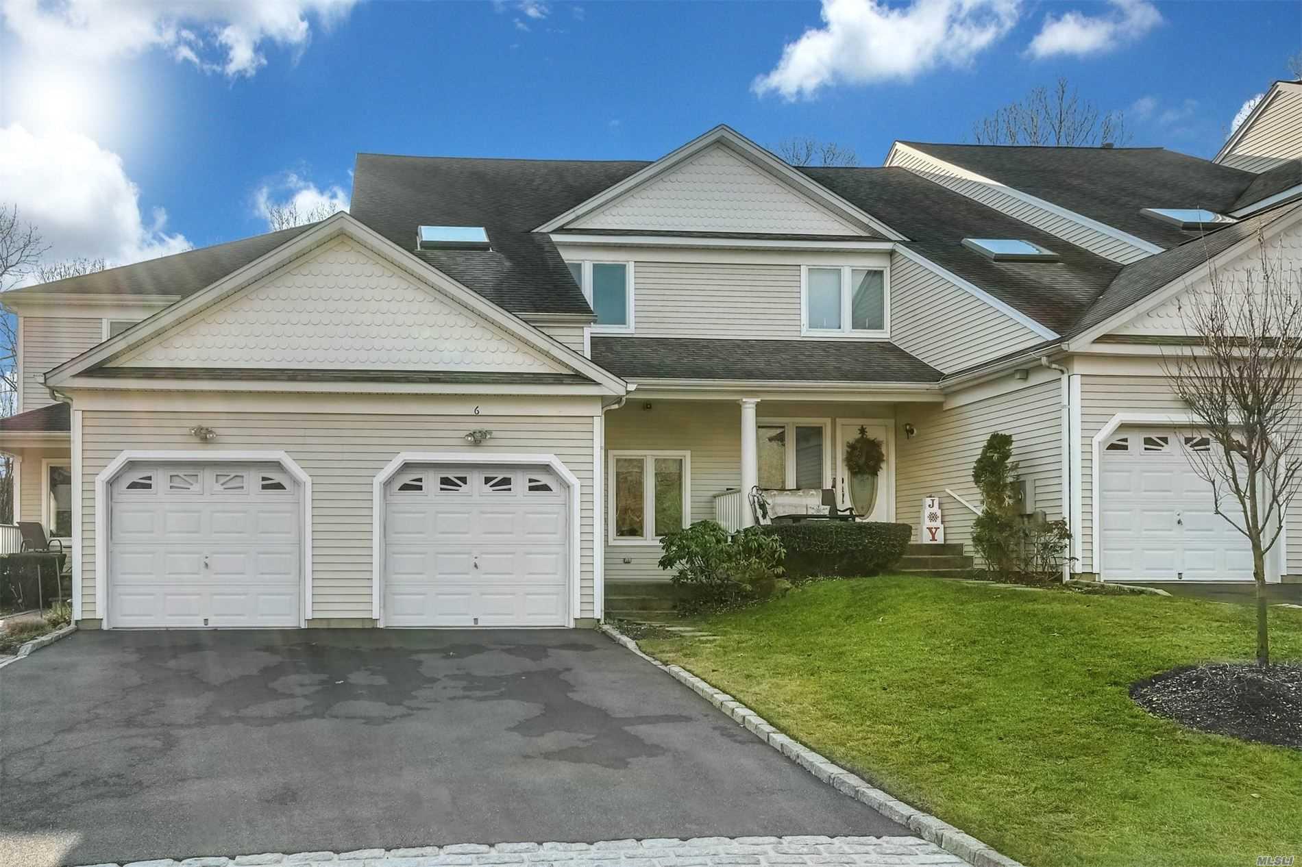 Property for sale at 6 Lindbergh Circle, Huntington,  New York 11743