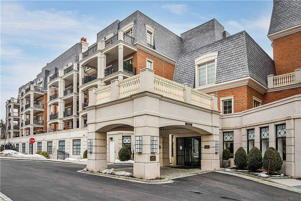 Property for sale at 1000 Royal Court # 1008, North Hills NY 11040, North Hills,  New York 11040