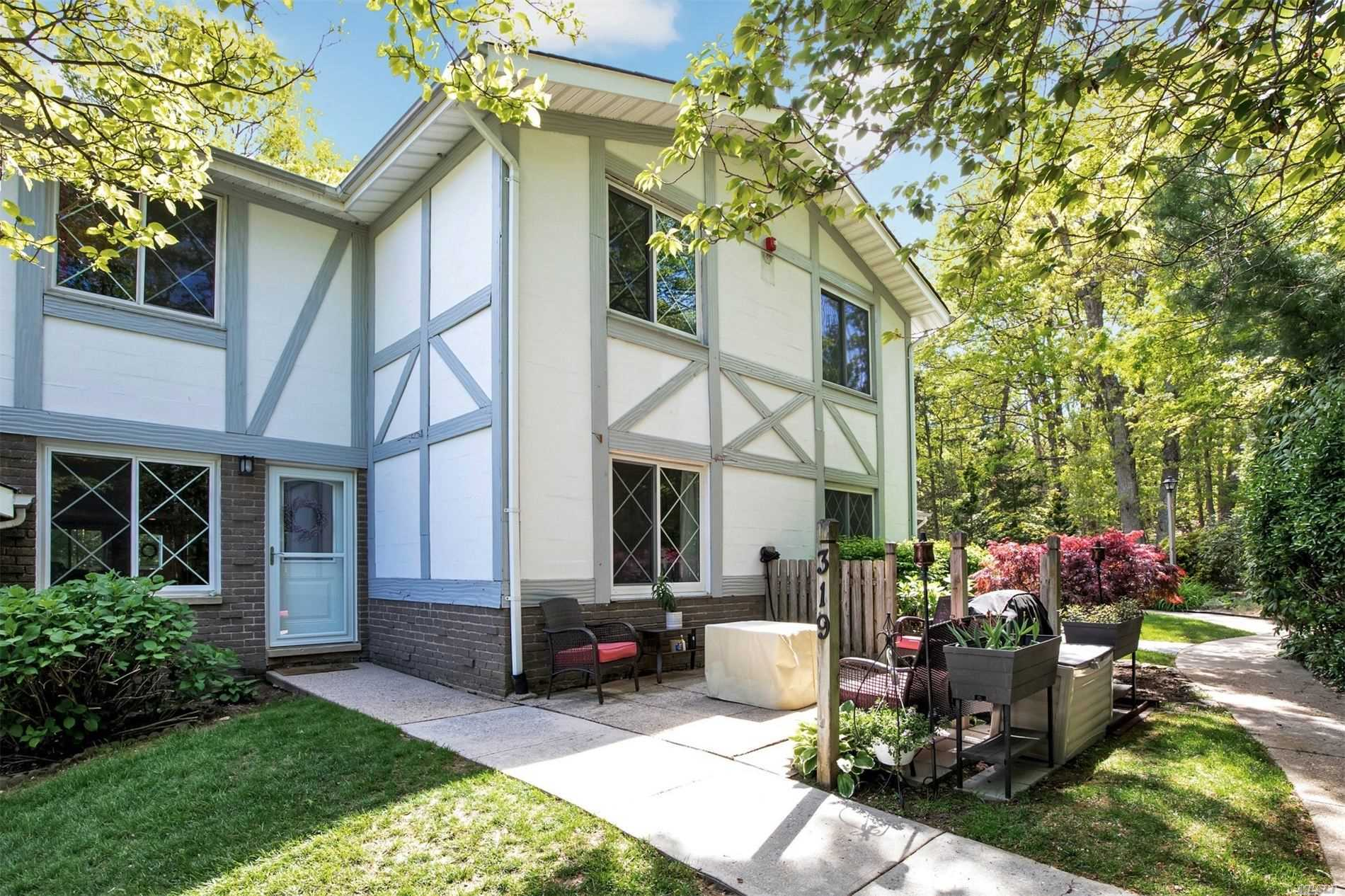 Property for sale at 319 Clubhouse Ct, Coram NY 11727, Coram,  New York 11727
