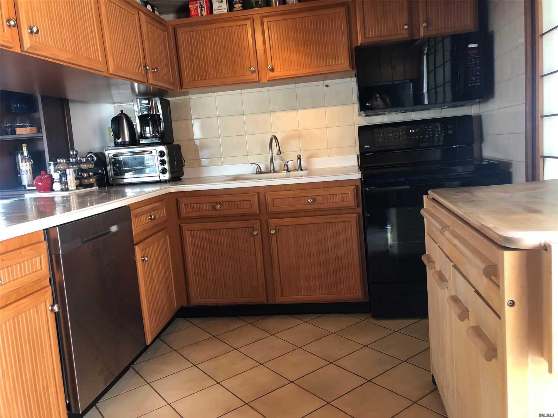 Single Family Sagamore Hill Drive  Nassau, NY 11050, MLS-3216655-7
