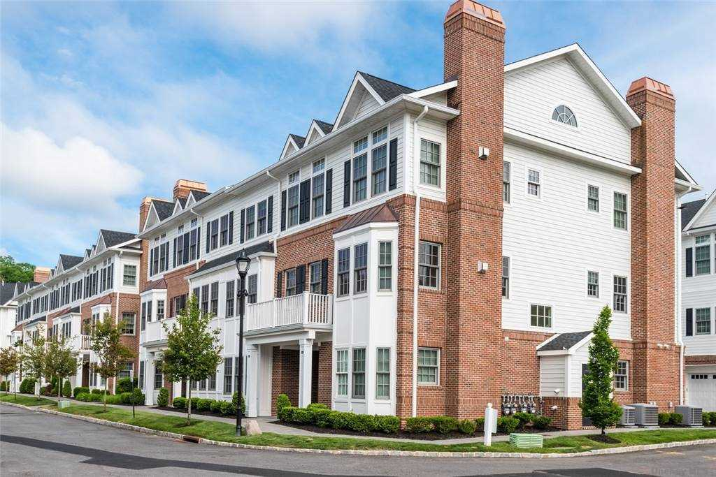 Property for sale at 1004 Mill Creek N. Unit: 10-04, Roslyn,  New York 11576