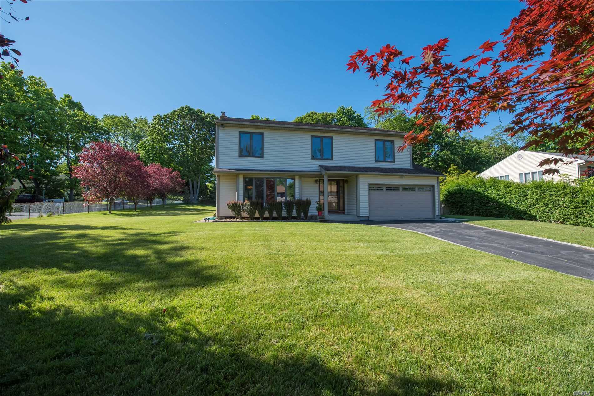10 Willow Pl, Ronkonkoma NY 11779