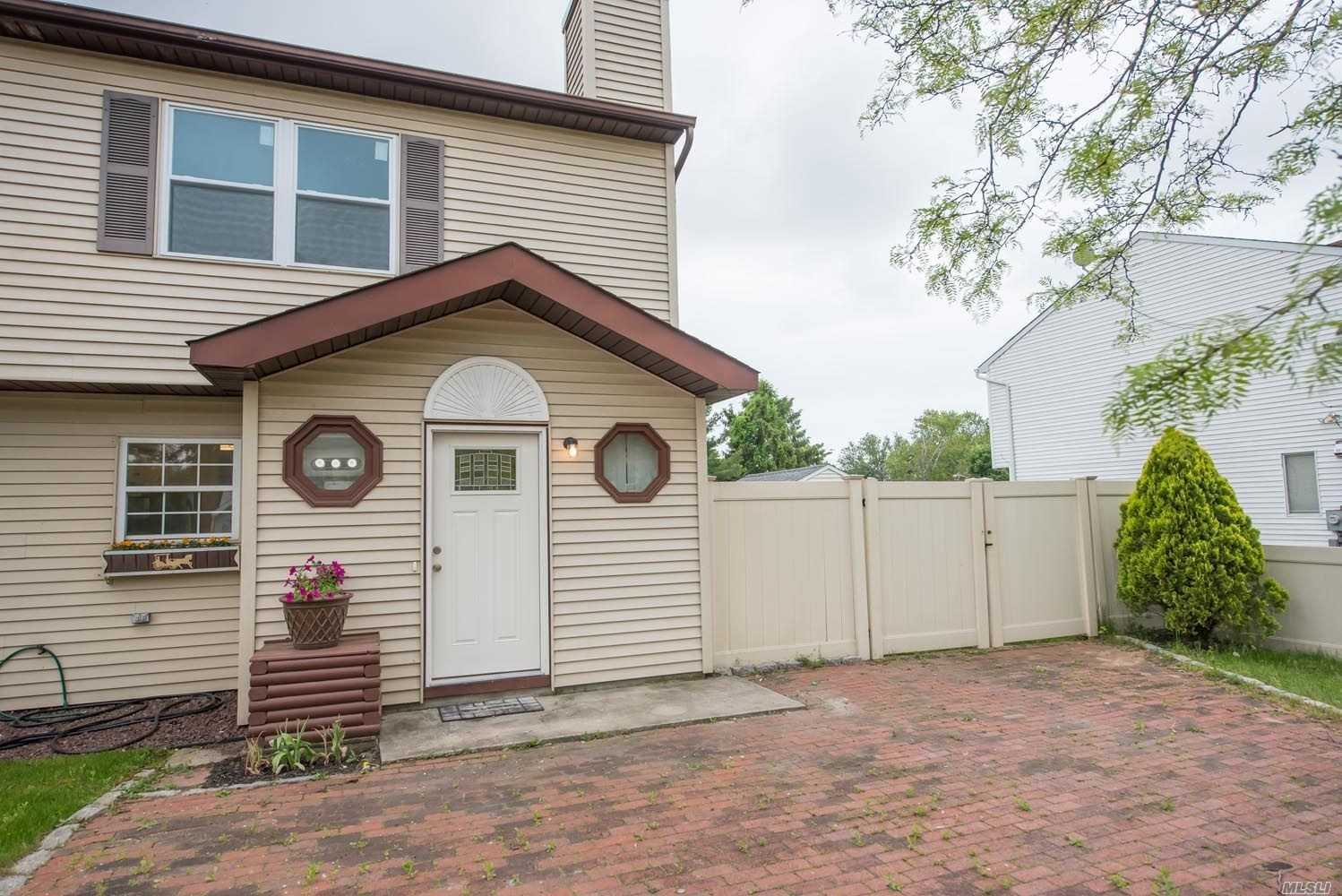 Property for sale at 6 Trim St, Bay Shore NY 11706, Bay Shore,  New York 11706