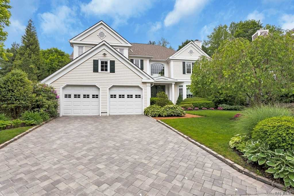 Property for sale at 15 Cherrywood Lane, Manhasset,  New York 11030