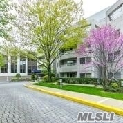 Property for sale at 100 Cuttermill Road Unit: 5H, Great Neck,  New York 11021