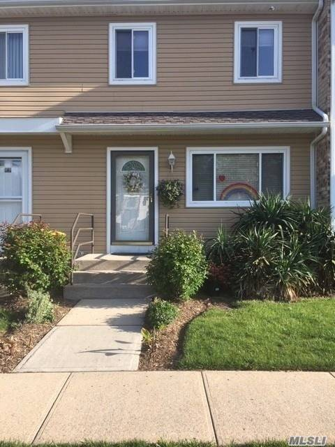Property for sale at 67 Town House Dr, Massapequa Park,  New York 11762