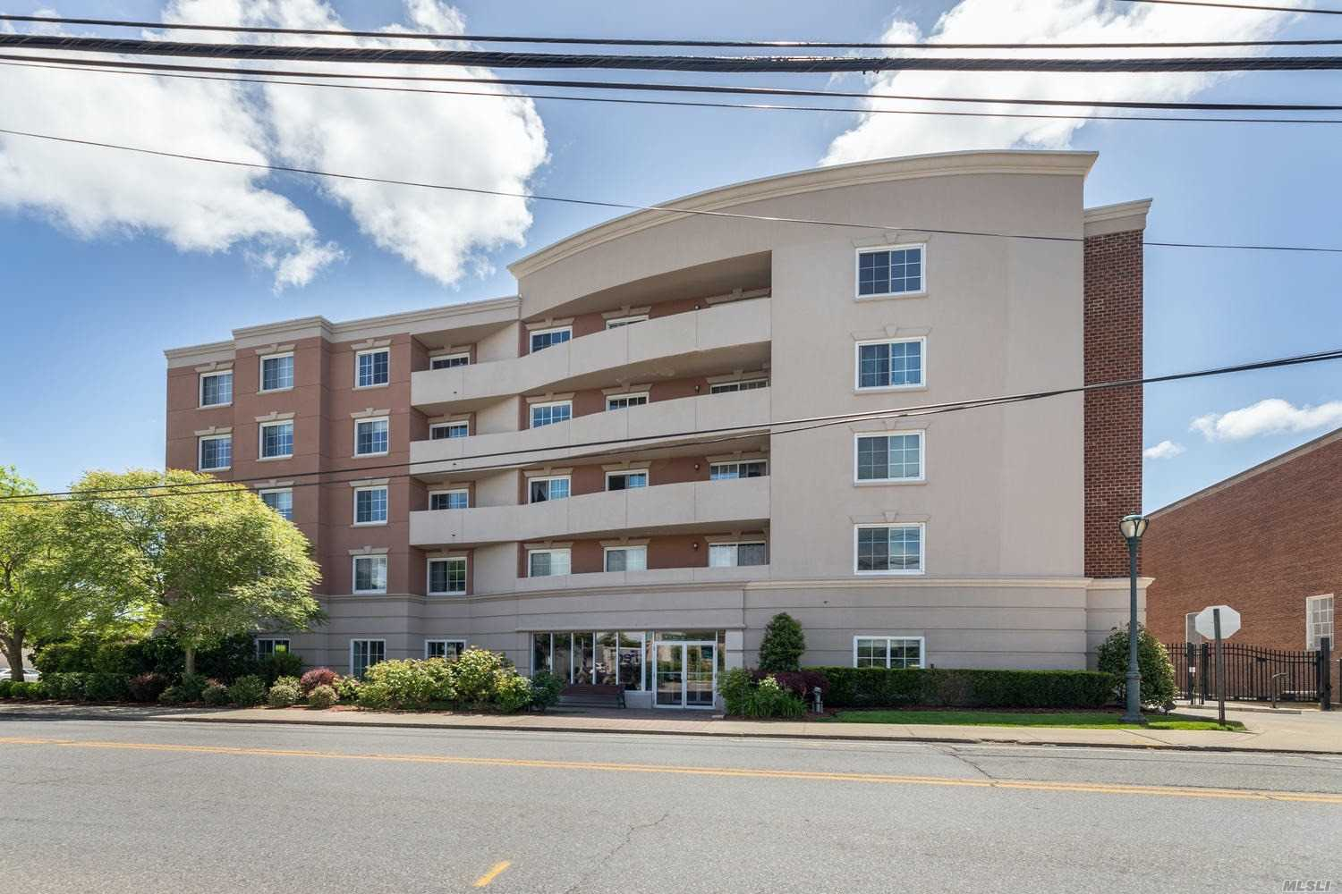 Property for sale at 242 Maple Ave Unit: 319, Westbury,  New York 11590
