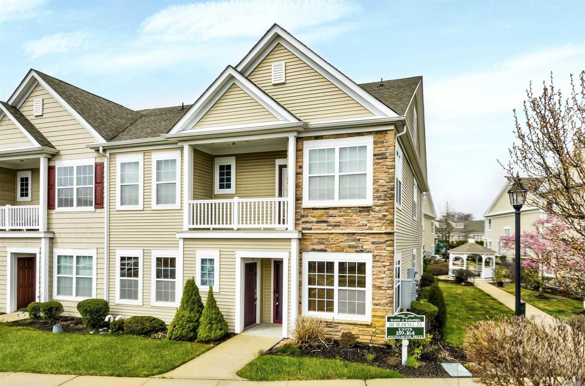 Property for sale at 163 Southampton Dr, Massapequa,  New York 11758