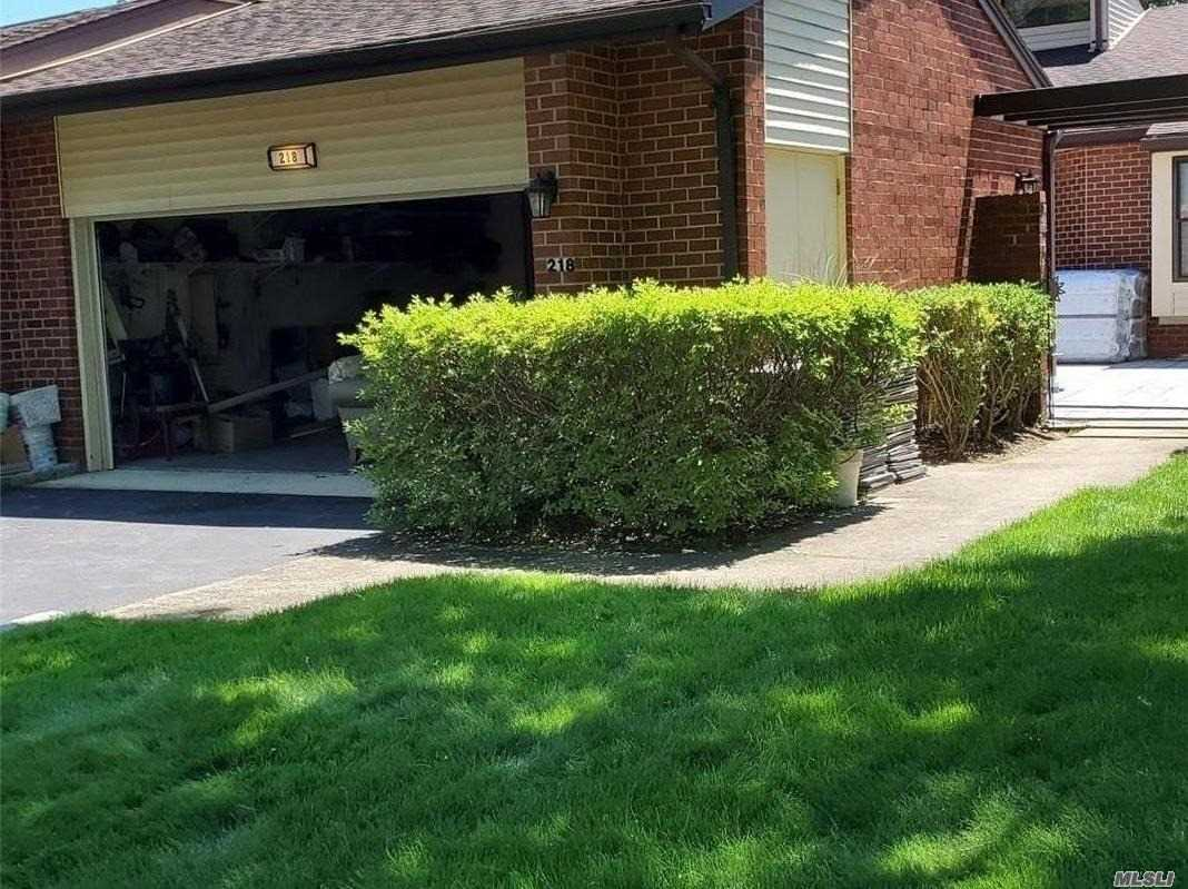 Residential Lease in Manhasset - Gosling Hill Drive  Nassau, NY 11030