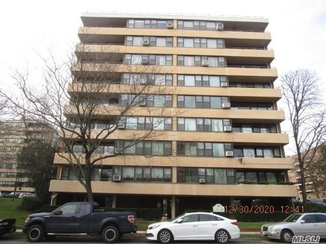 Excellent Location, Great 2 Bedroom Apartment In Le Havre, Amenities: 2 Swimming Pools, Club House, Cafe, Gym, Tennis Courts, Play Grounds , Express Bus To Manhattan