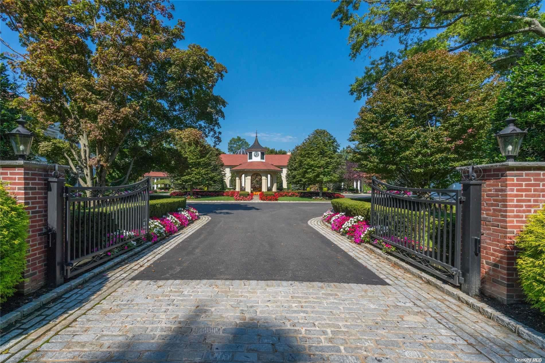 13 Tennis Court Rd, Cove Neck, NY 11771