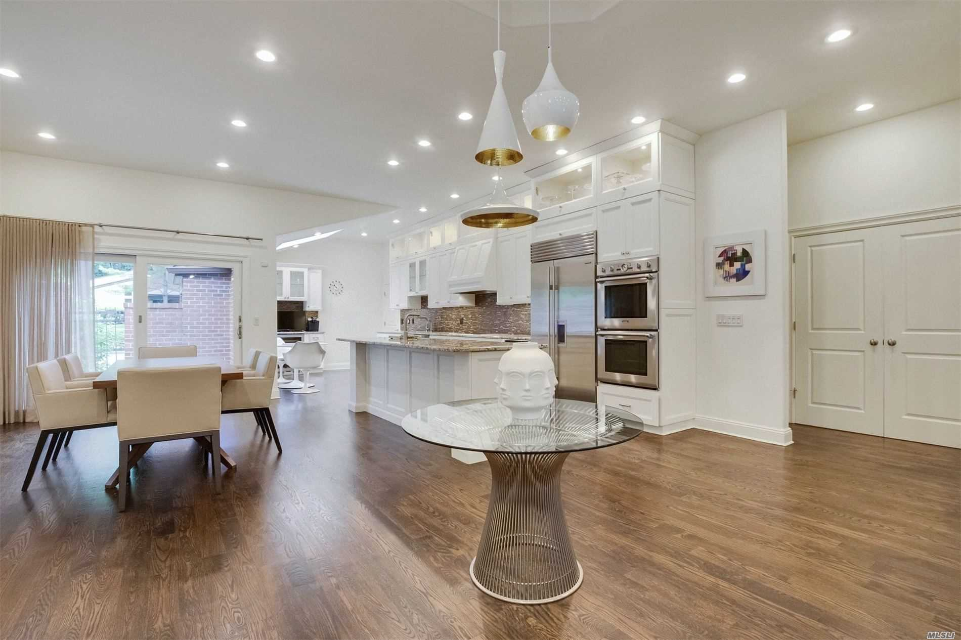 Property for sale at 204 Gosling Hill Drive, Manhasset,  New York 11030