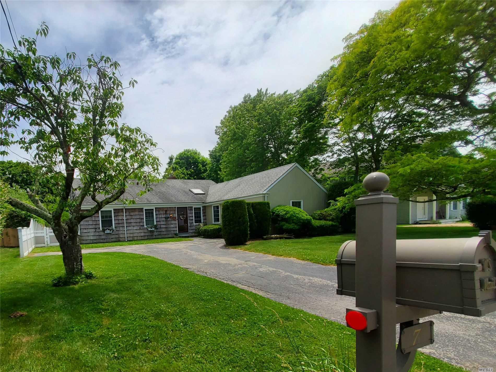 Property for sale at 7 Linda Ln Unit: House, Hampton Bays,  New York 11946
