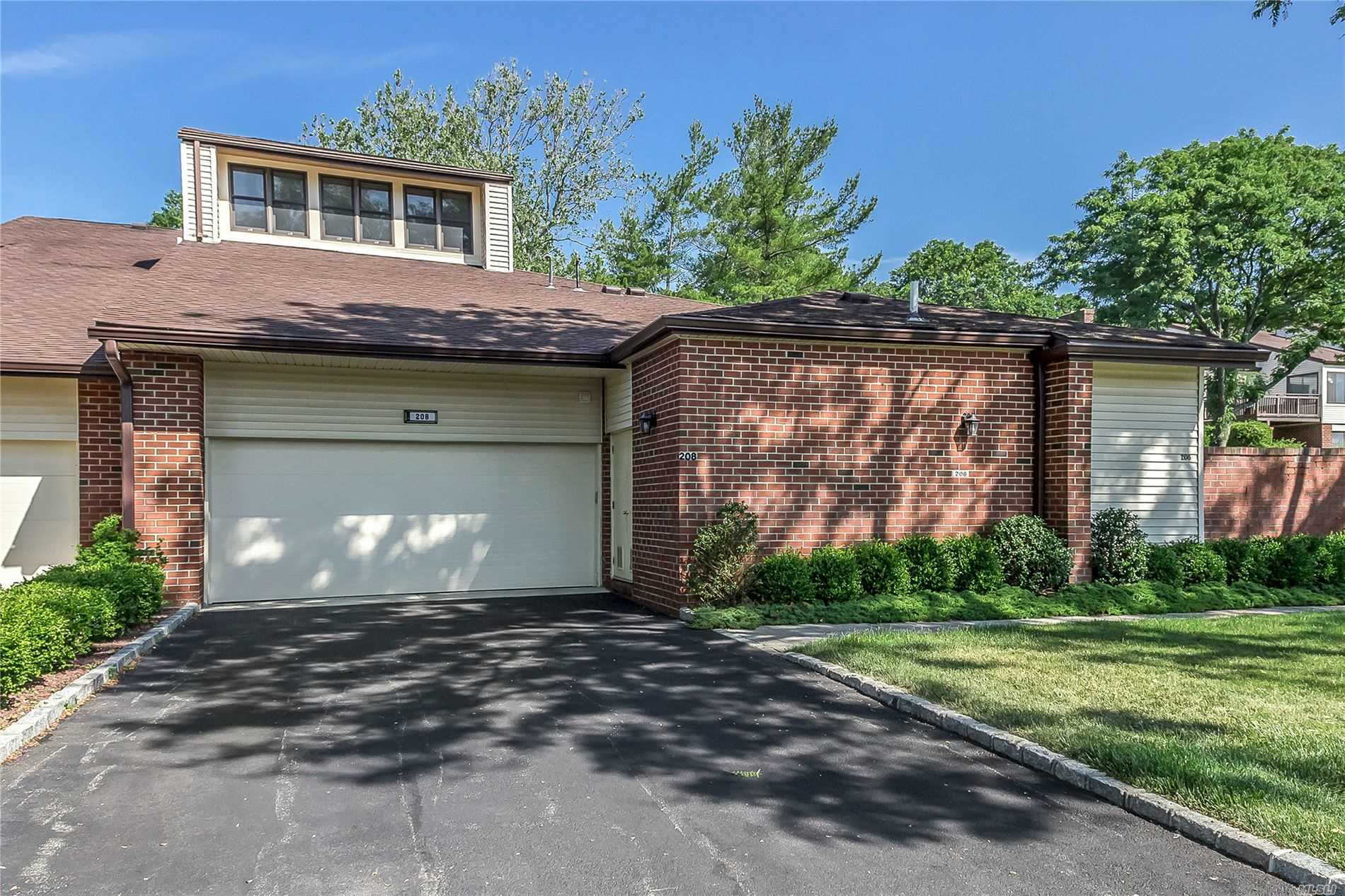 Property for sale at 208 Gosling Hill Drive, Manhasset,  New York 11030