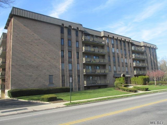 Property for sale at 175 Maple Avenue Unit: 3C, Westbury,  New York 11590