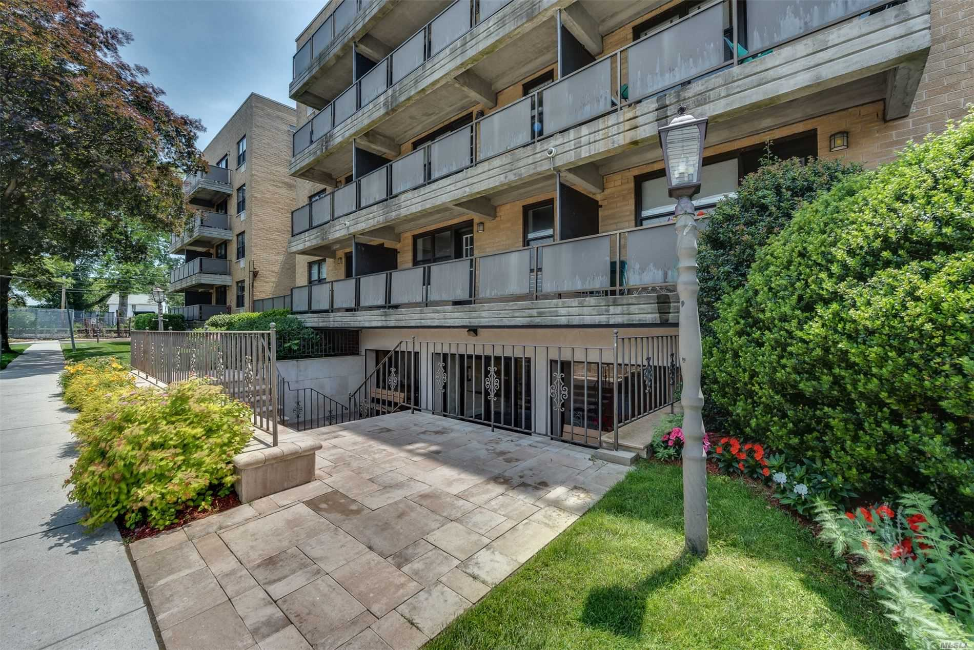 Property for sale at 101 Jackson Avenue Unit: 3C, Mineola,  New York 11501