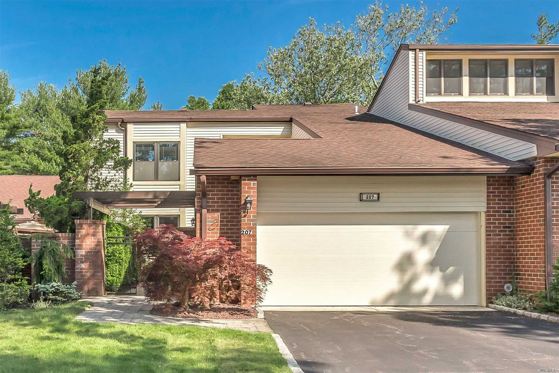 Property for sale at 207 Gosling Hill Drive, Manhasset,  New York 11030