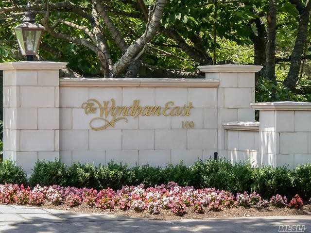 Property for sale at 100 Hilton Avenue Unit: 412, Garden City,  New York 11530