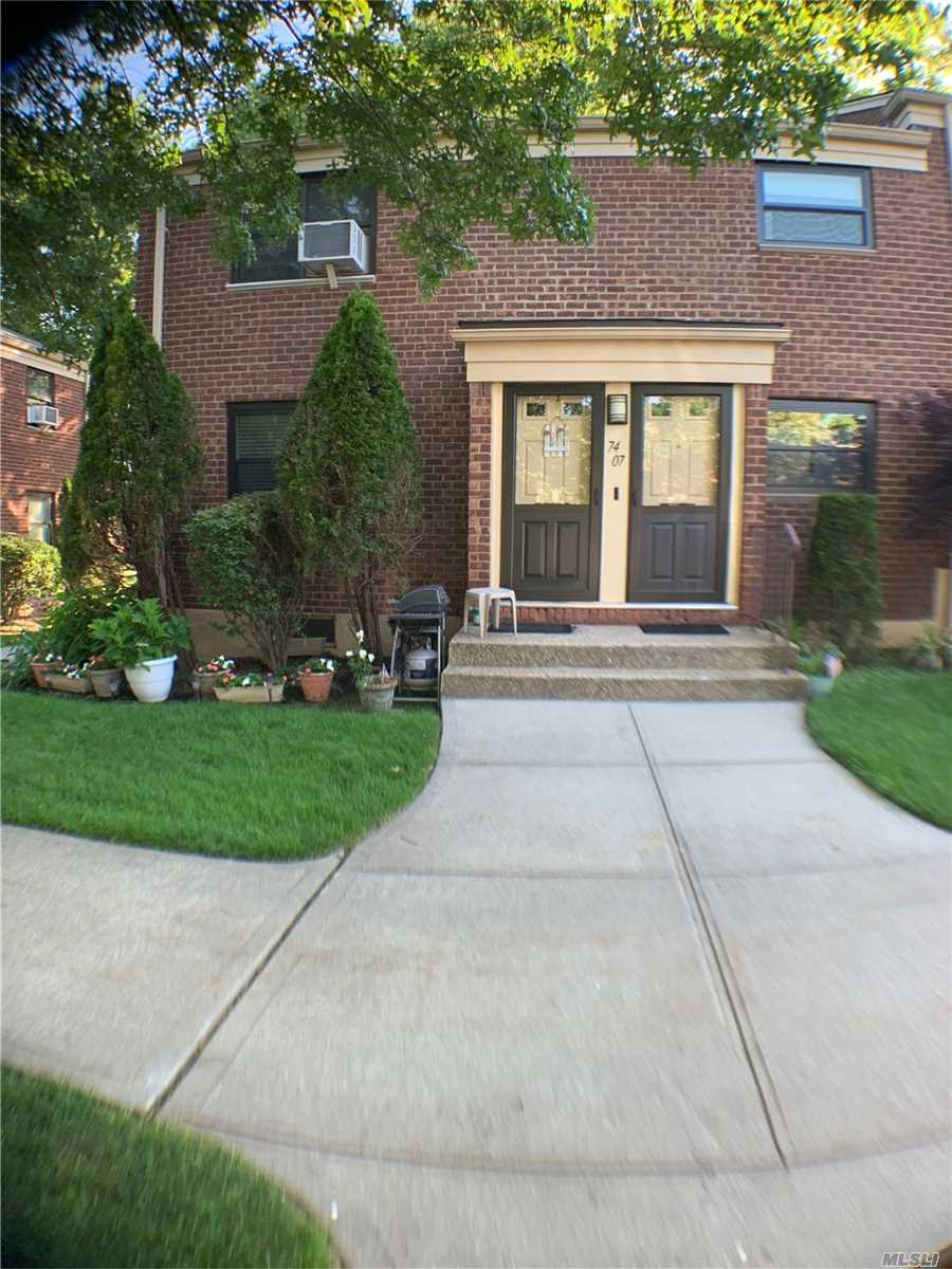 LOVELY TWO BEDROOM CORNER UNIT WITH STUNNING RENOVATED KITCHEN. SECOND FLOOR UNIT HAS ATTIC FOR STORAGE . PETS PETS PETS OK!!! PRICED TO SELL! DONT WAIT!!