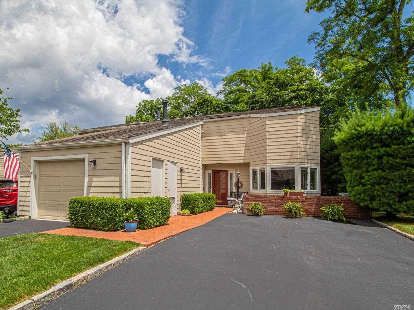Property for sale at 9 Cedar Ridge Lane, Bay Shore,  New York 11706