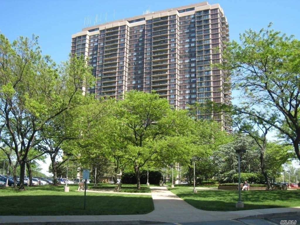 Property for sale at 27110 Grand Central Parkway Unit: 18H, Floral Park,  New York 11005