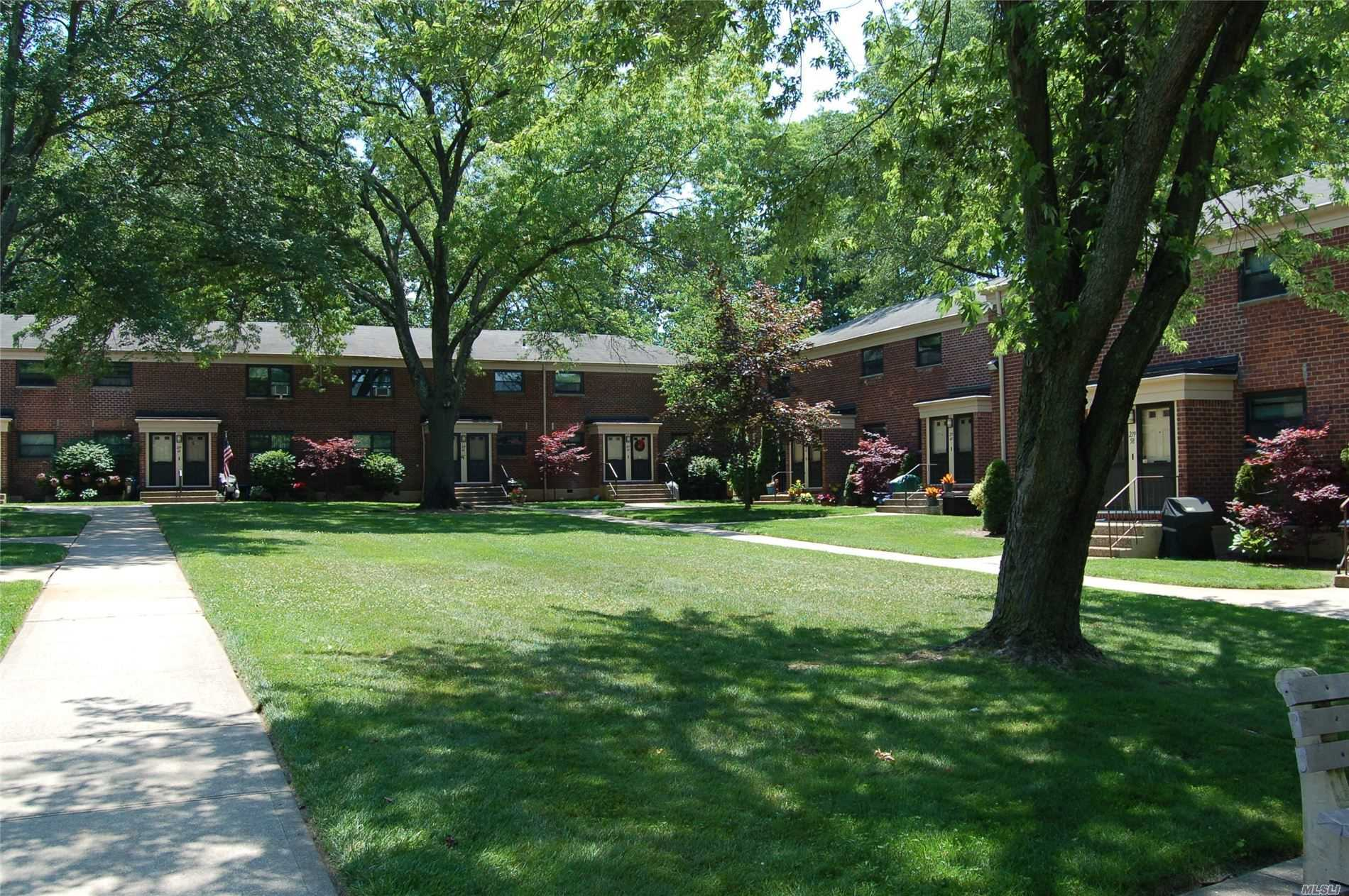 Renovated move in condition 2nd floor apt. Located in the court yard, park like setting.