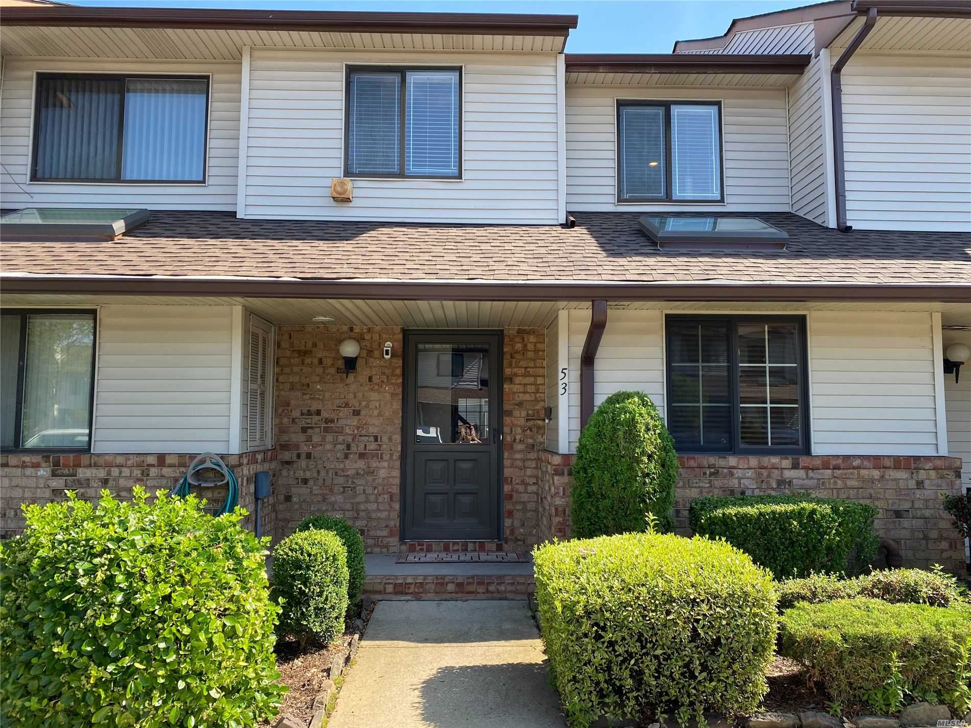 Property for sale at 53 Cottonwood Court, Wantagh,  New York 11793