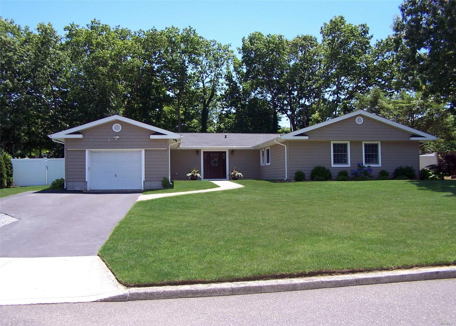 20 Beaverdale Ln, Stony Brook NY 11790