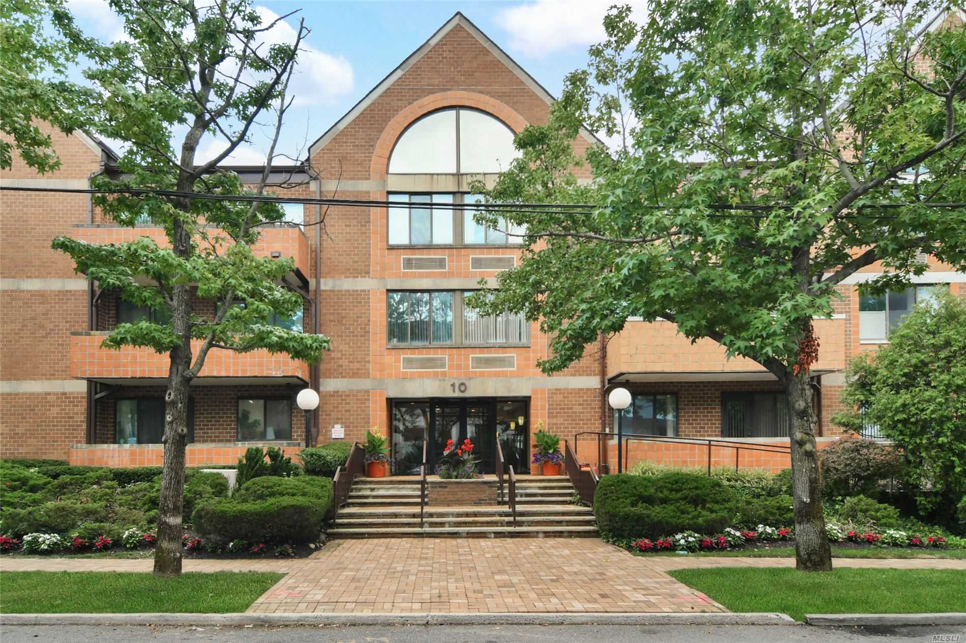 Property for sale at 10 Canterbury Road Unit: 3B, Great Neck,  New York 11021