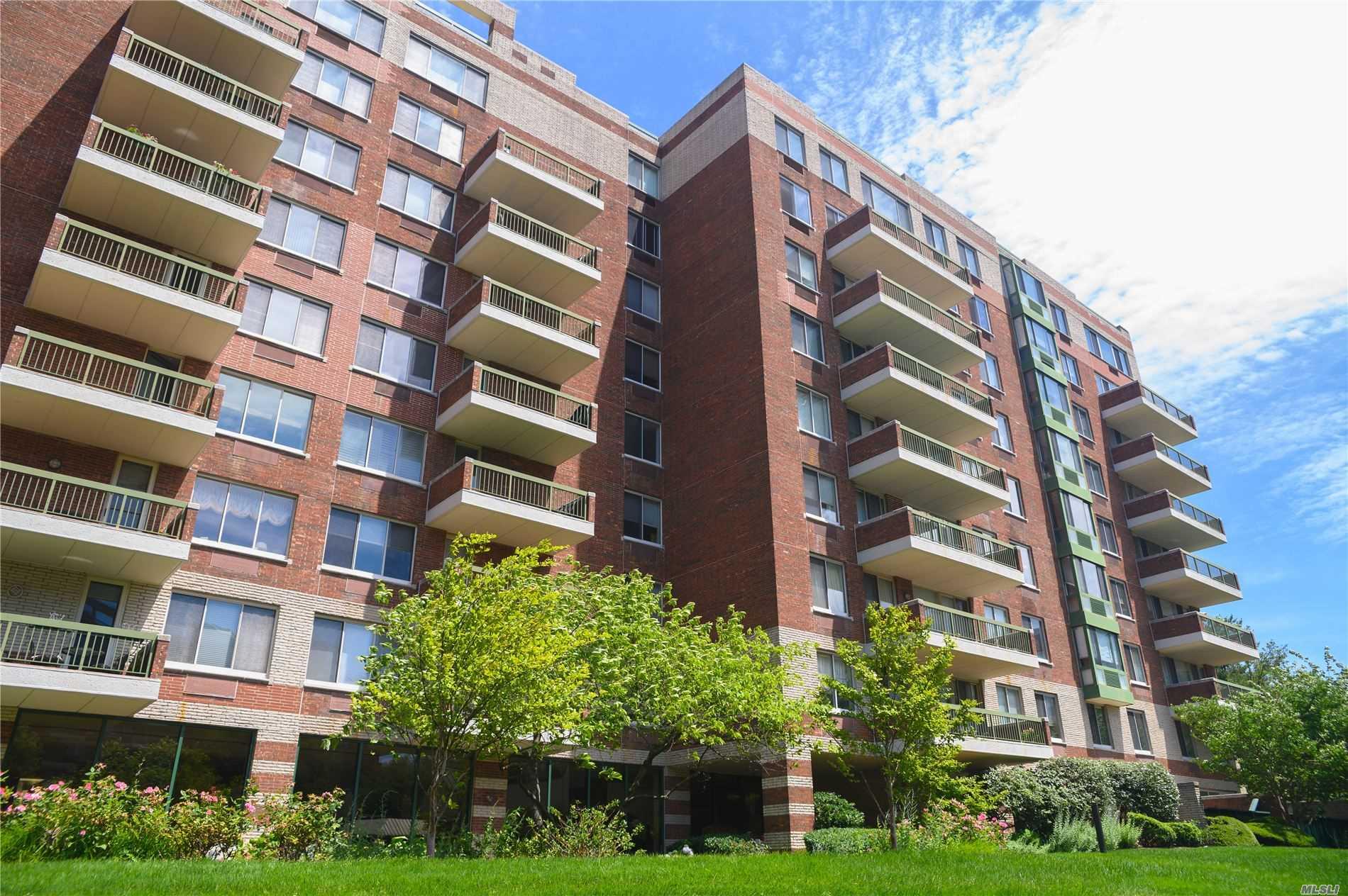 Property for sale at 100 Hilton Avenue Unit: M15, Garden City,  New York 11530