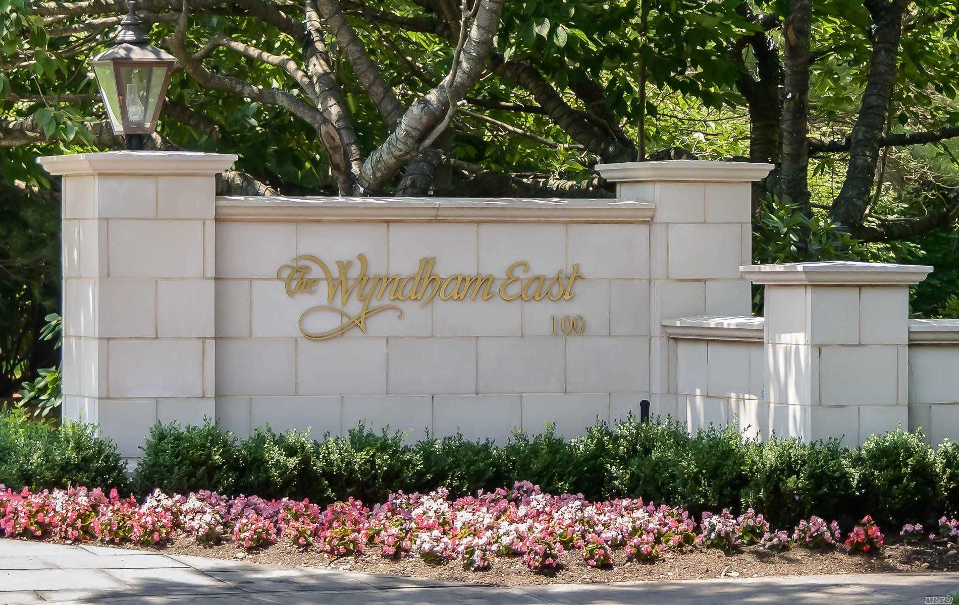 Property for sale at 100 Hilton Avenue Unit: M29, Garden City,  New York 11530