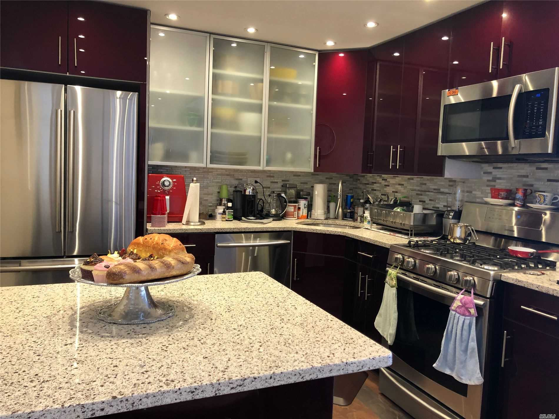 Property for sale at 2 Bay Club Drive Unit: PH-Z3, Bayside,  New York 11360