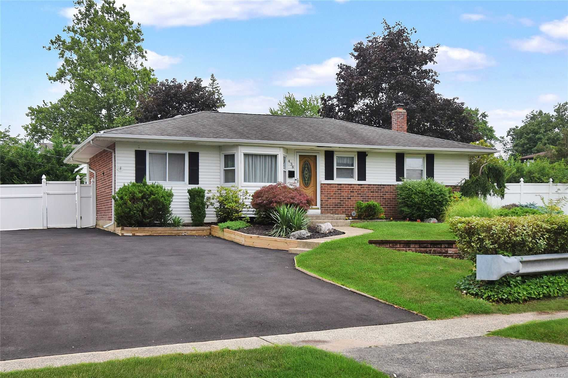 438 Townline Road, Commack NY 11725