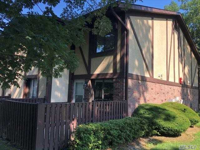 Property for sale at 100 Glen Hollow Drive, Pt.Jefferson Sta,  New York 11776