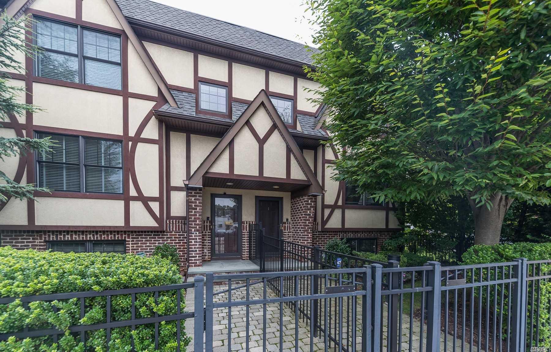Property for sale at 25 Lenox Road Unit: 1, Rockville Centre,  New York 11570
