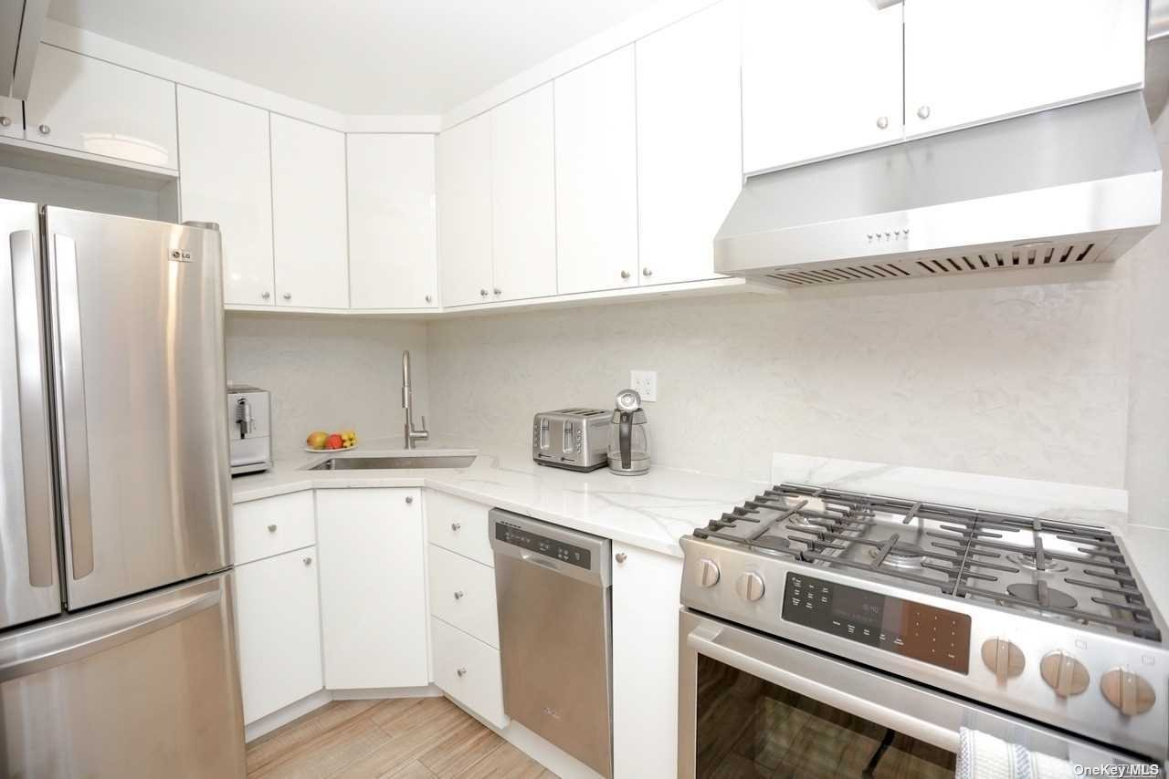 Property for sale at 135-08 82 Avenue Unit: 304, Briarwood,  New York 11435