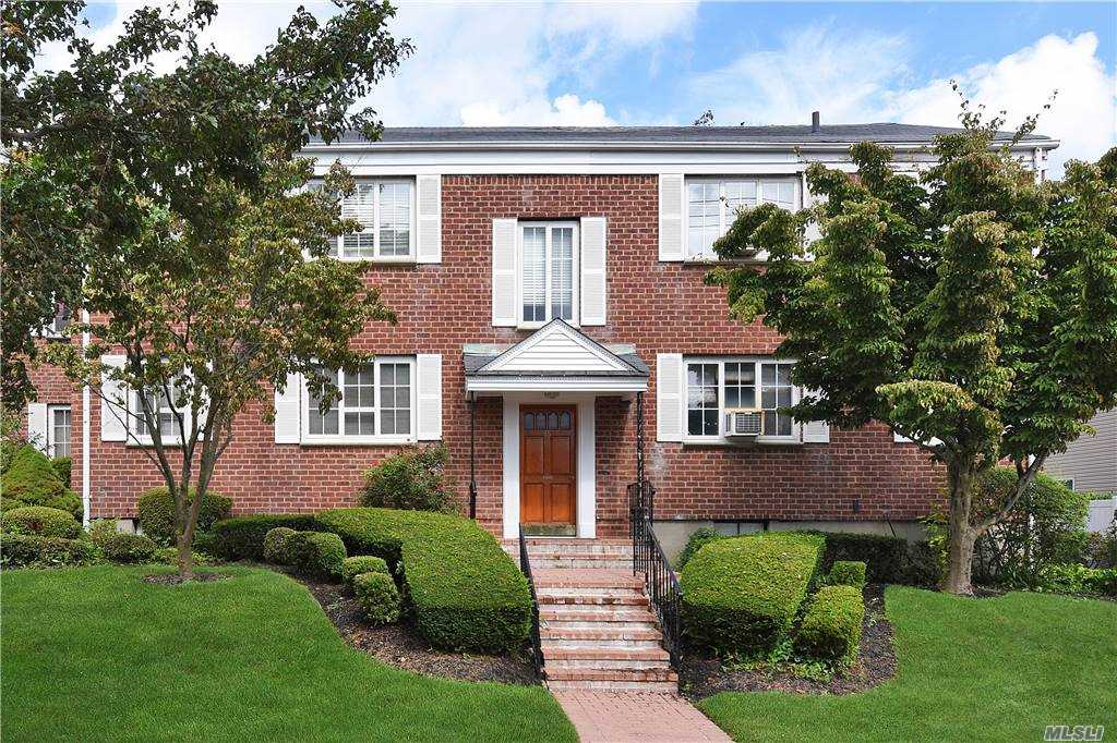 Property for sale at 15 Nathan Hale Drive Unit: 45A, Huntington,  New York 11743