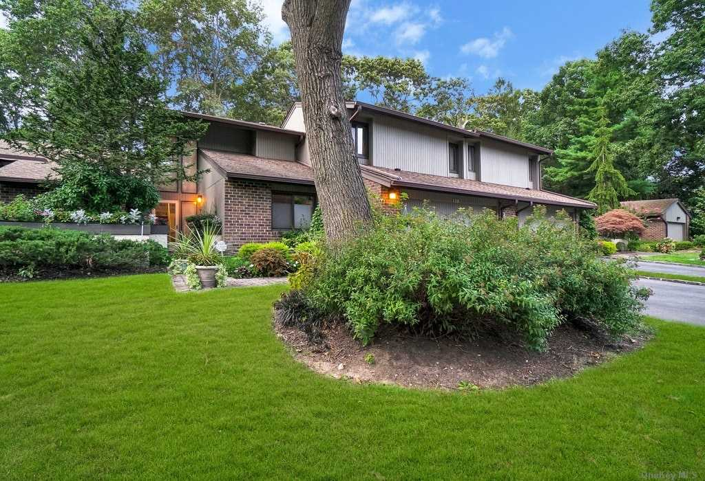 Property for sale at 129 Golf View Drive, Jericho,  New York 11753