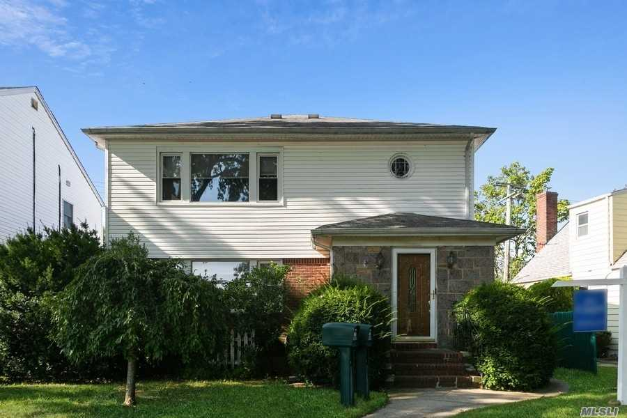 Property for sale at 260 Floral Parkway, Floral Park,  New York 11001