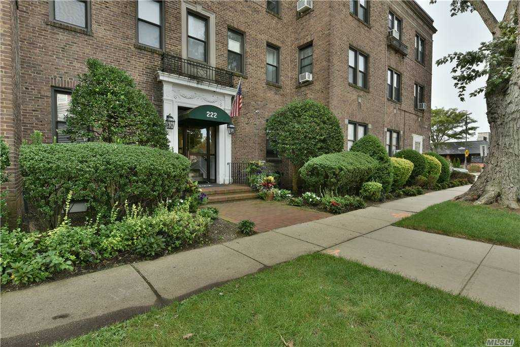Property for sale at 222 7th Street Unit: 3E, Garden City,  New York 11530
