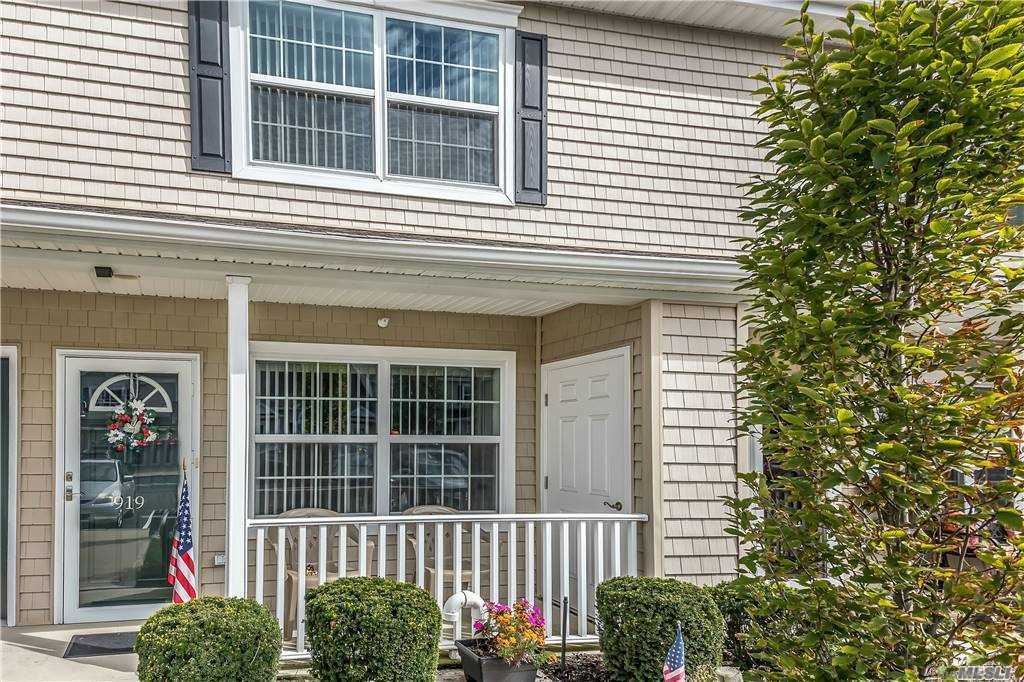 Property for sale at 919 Willow Lane, Valley Stream,  New York 11580